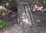 «Малый петергоф» сегодня. Мостик с водопадиком сделанный каким-то энтузиастом. Дальний конец верхнего пруда. Дорожка к «Зеленому театру»
